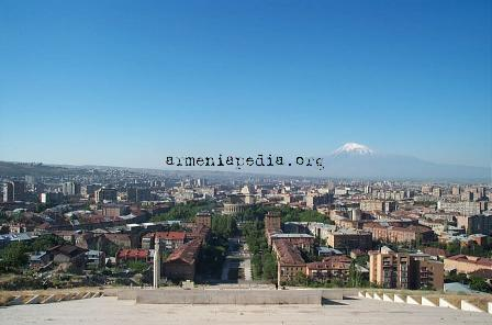File:Yerevan from cascades-dcp4671.jpg